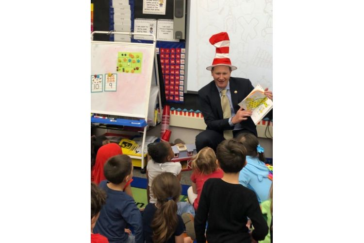 Senator Borgeas Reads to Students in Honor of Read Across America Day
